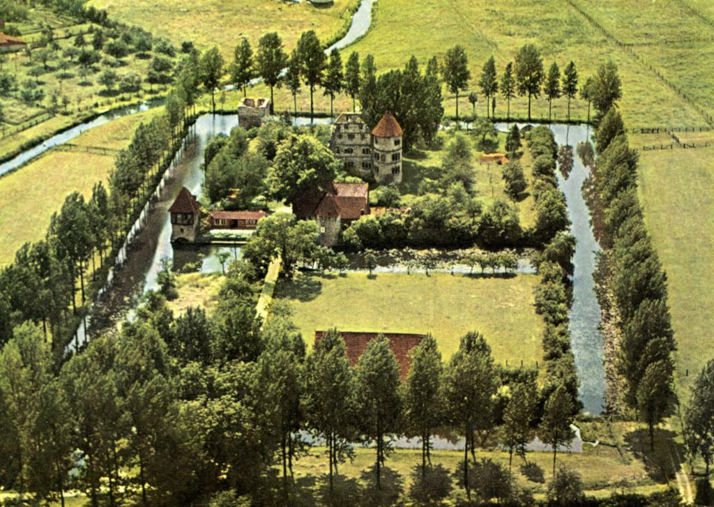 Luftbild und Postkarte (ca. 1960).