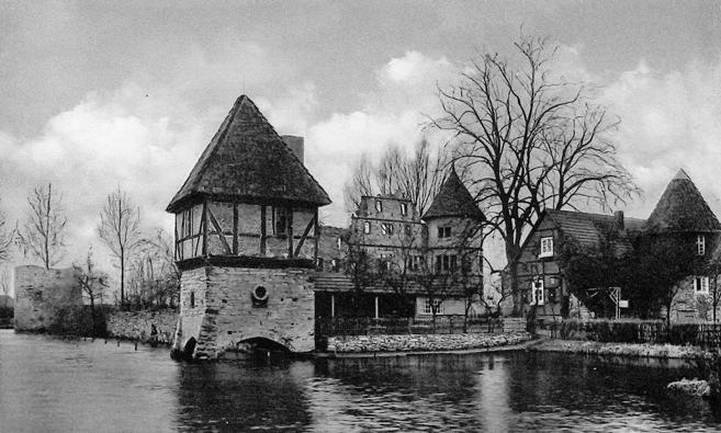 Hauptburg aus östlicher Richtung betrachtet (ca. 1950).