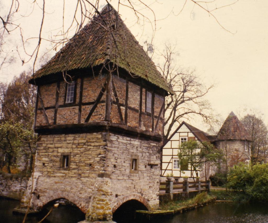 Ostturm von Osten gesehen (ca. 1992).