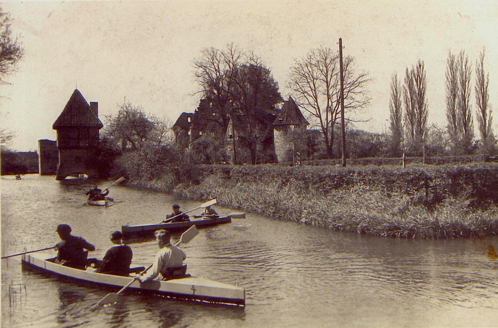 Paddelbetrieb auf dem Burgteich (ca. 1938).