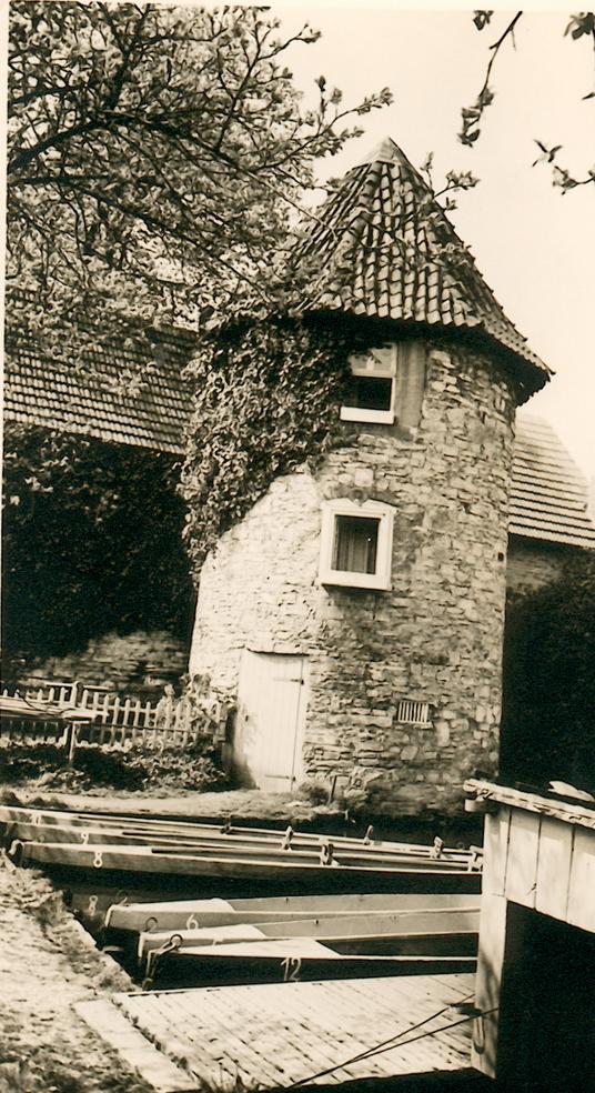 Torturm und Paddelboote (ca. 1950).