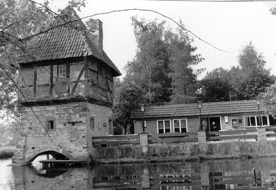 Gastwirtschaft und Burgterrasse (1975).