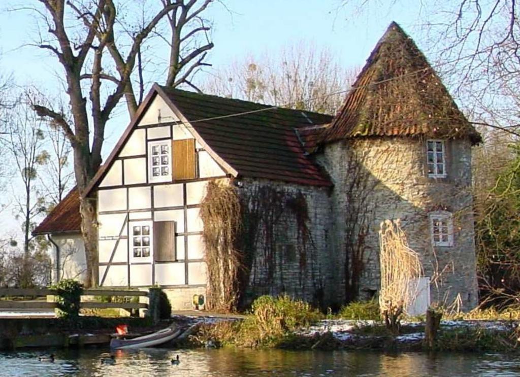 Ehemaliges Torhaus mit Blick aus Osten (ca. 2000).