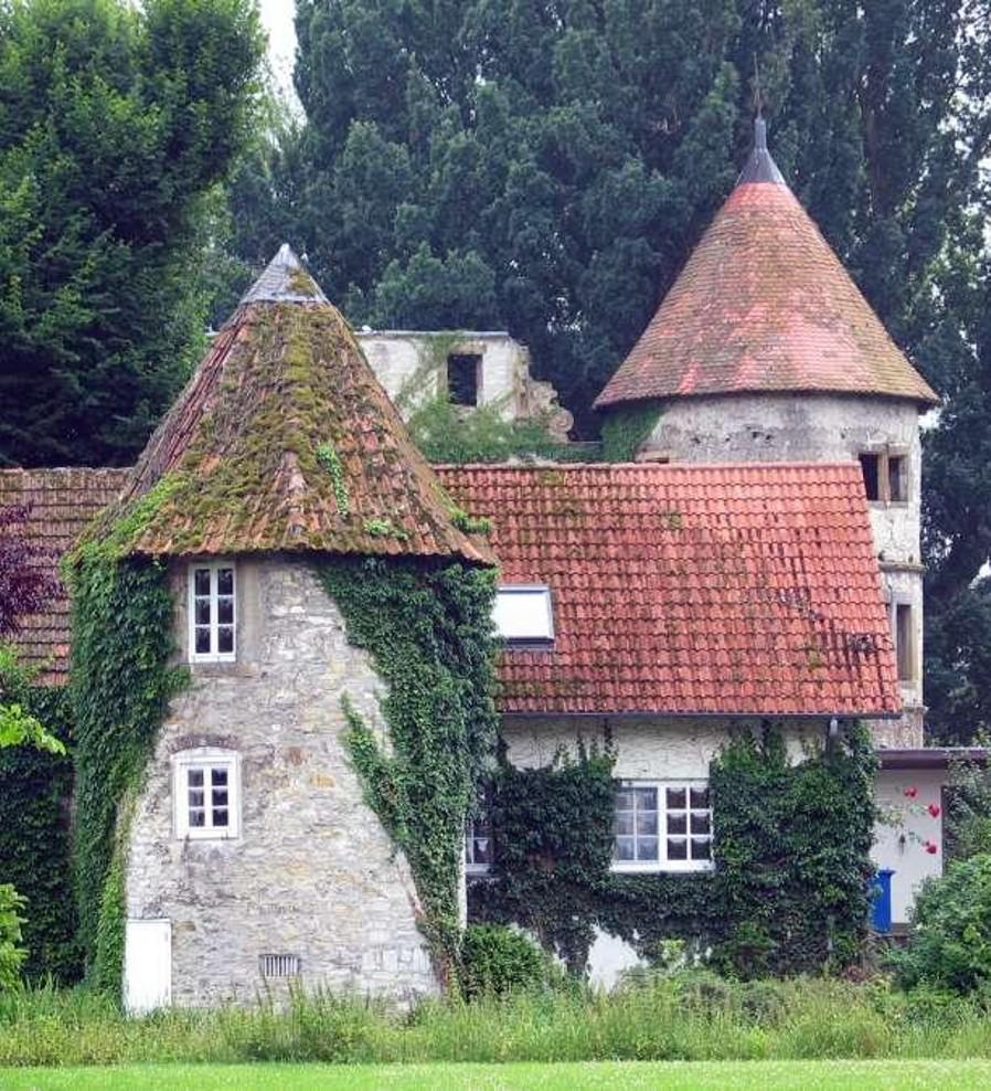 Torturm von der Vorburg aus gesehen (ca. 2000).