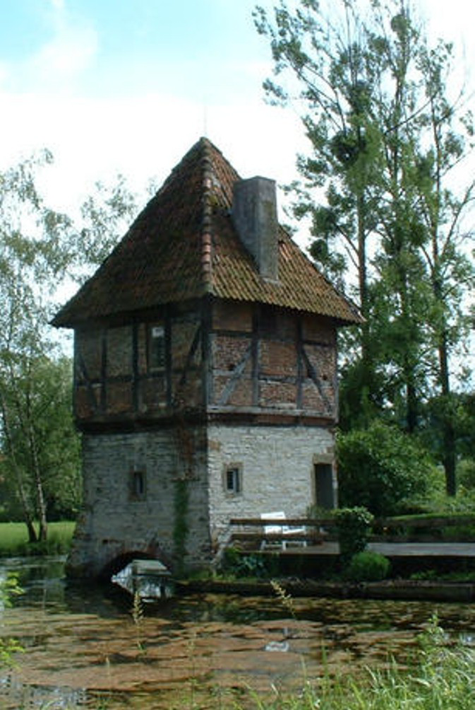 Der Ostturm (ca. 2003).