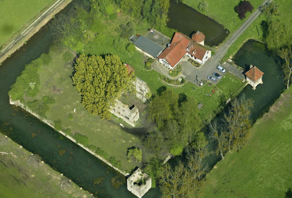 Luftaufnahme der Hauptburg aus südlicher Richtung (April 2005, Fotostudio Henke).
