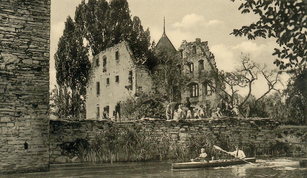 Blick aus südlicher Richtung auf die Hauptburg (ca. 1935). Links im Bild ist der heute nicht mehr vorhandene Mauerteil am Südturm zu sehen.
