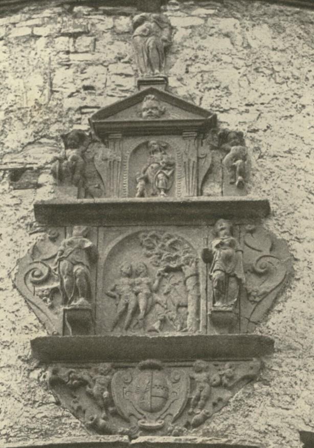 Dreiteiliges Epitaph aus Sandstein (ca. 1935).