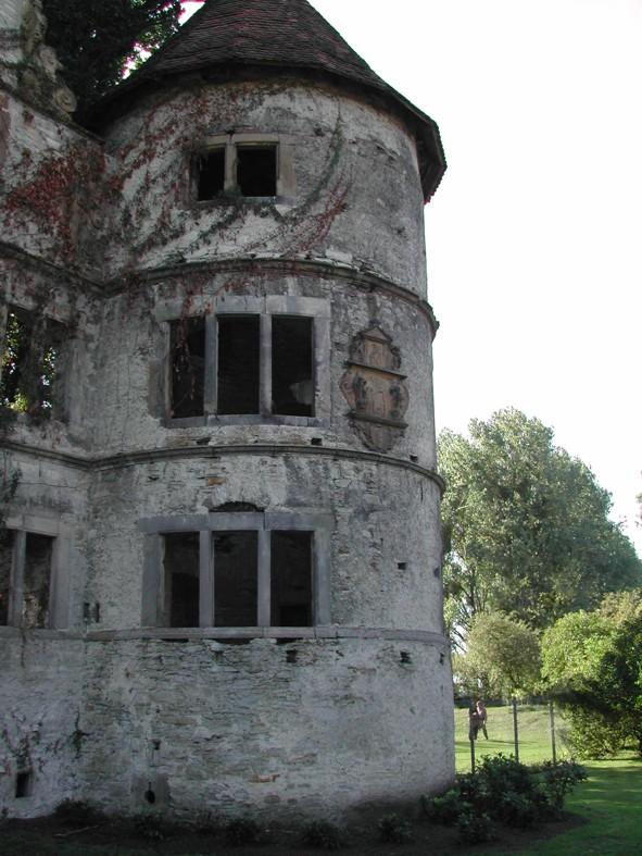 Turm am Herrenhaus von Osten gesehen.