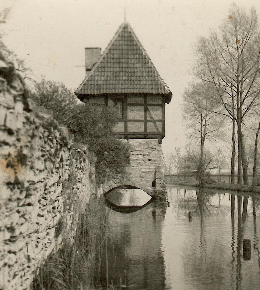 Ostturm von Südwesten gesehen (ca. 1950).