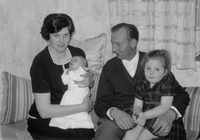 Familie Josef Iseken (ca. 1965). Von Links: Elisabeth, Josef (jun.), Josef und Marianne.