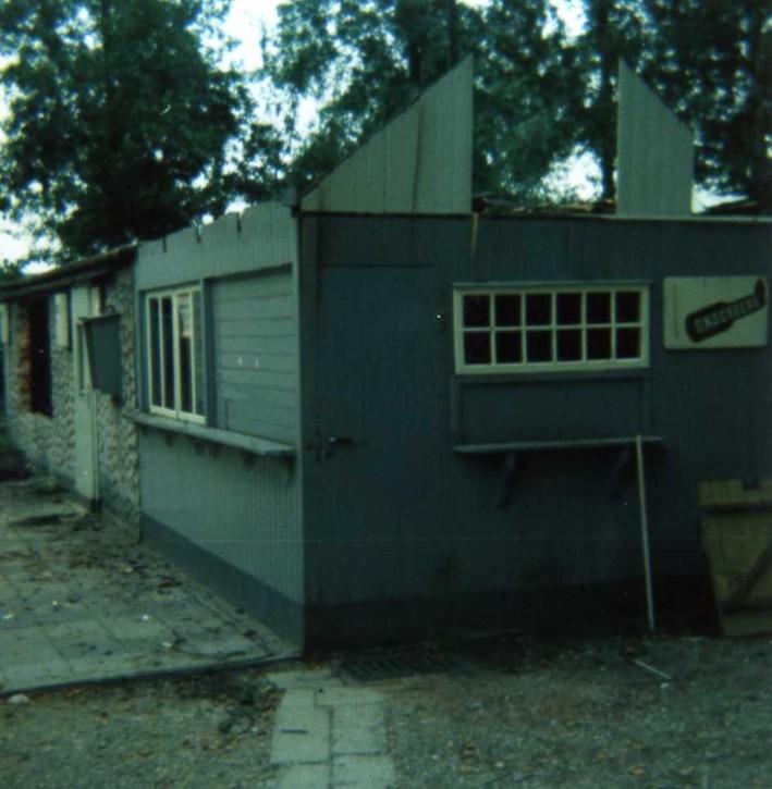 Die Gastwirtschaft wird abgerissen (1975).